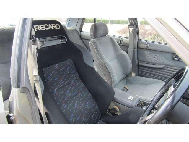 運転席はレカロSRルマン!セミバケシートで快適仕様の旧車です♪