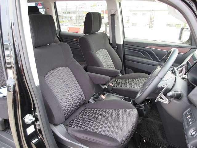 長距離でもゆったり運転できるフロントシート! 電動シート(運転席)・シートヒーター(運転席&助手席)装備(*^-^*)