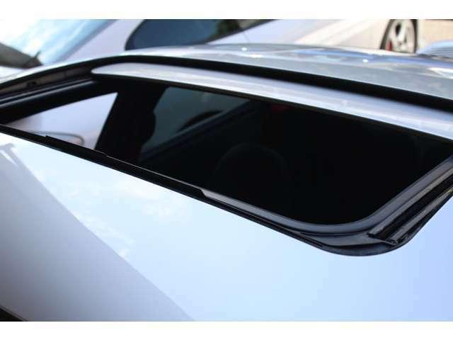新車時メーカーオプションのスライディングルーフ付です。新車時メーカーオプション155万円相当付です。詳しくは弊社ホームページをご覧ください。http://www.sunshine-m.co.jp