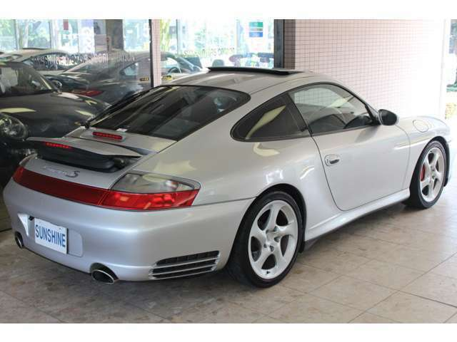 正規ディーラー車、正規ディーラー整備記録簿付です。新車時メーカーオプション155万円相当付です。詳しくは弊社ホームページをご覧くださいませ。http://www.sunshine-m.co.jp