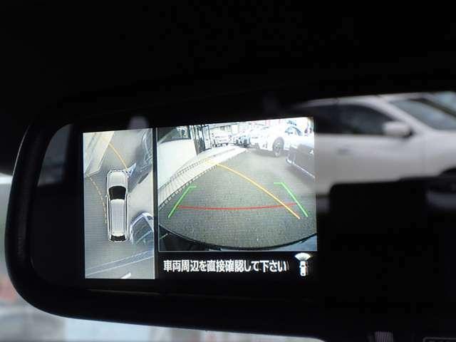 バックミラー内に全方位カメラの映像が映し出されます。対応のナビであれば、そのままナビ画面にも映し出す事も可能