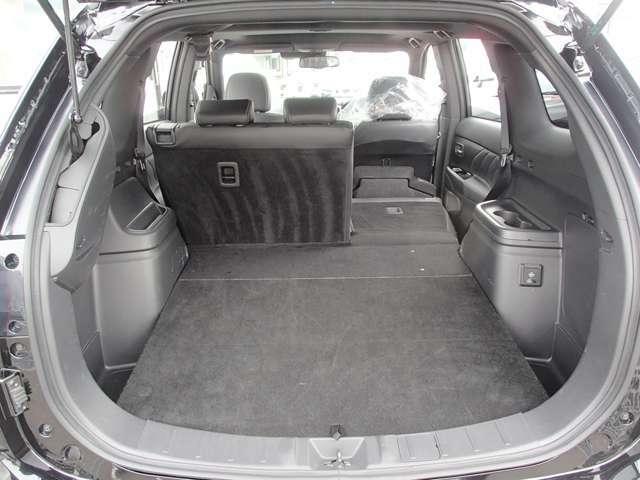 荷室の状態です。リヤシートを倒せば更に大きな荷物も積めちゃいます