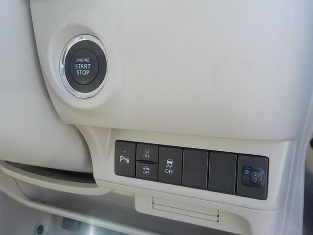 スマートキーシステム ポケットやカバンに携帯するだけで、ドアの開錠、エンジンの始動ができます。