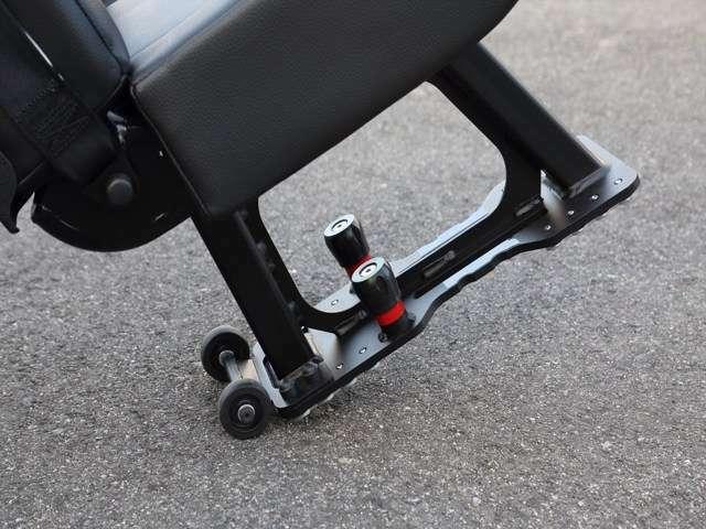 キャスターが装備されており、はずしたシートを運びやすいのも特徴です。