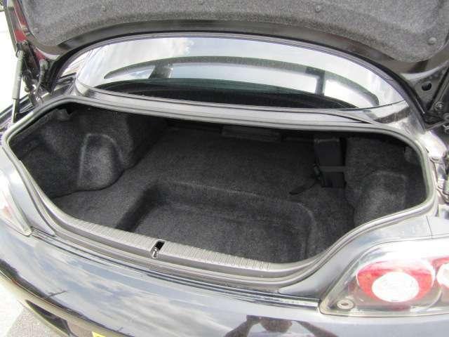 【ラゲッジスペース(荷物収容空間)】 ラゲッジスペースも充実しております是非現車をご確認ください。    ※メールやLINEでのお問合せも可能ですのでお気軽に当社スタッフにご用命ください。