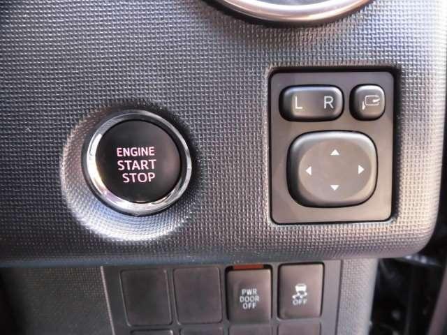 最近の車の証であるプッシュスタートを採用しております^^とても嬉しい電動格納ドアミラーも採用しております^^