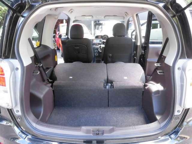 リヤシートを倒せば広大なラゲッジスペースが広がります^^これは便利ですね^^