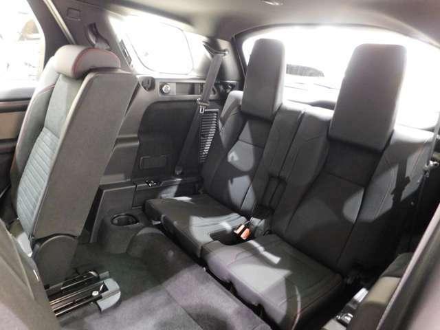 【5+2シートパック】 いわゆる3列シート・7人乗り仕様です。 身長180cmの大人でも座れる空間を確保しており、全長4.6mのボディにしては見事なパッケージングです。