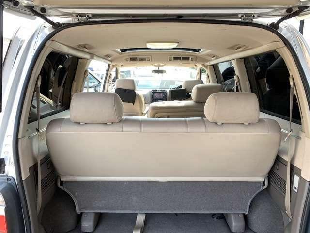 サードシートからフロントまでフラットな視界が確保できます!車酔いをしやすい方も安心です!