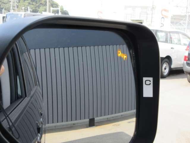 車両後方検知警報システム付き。