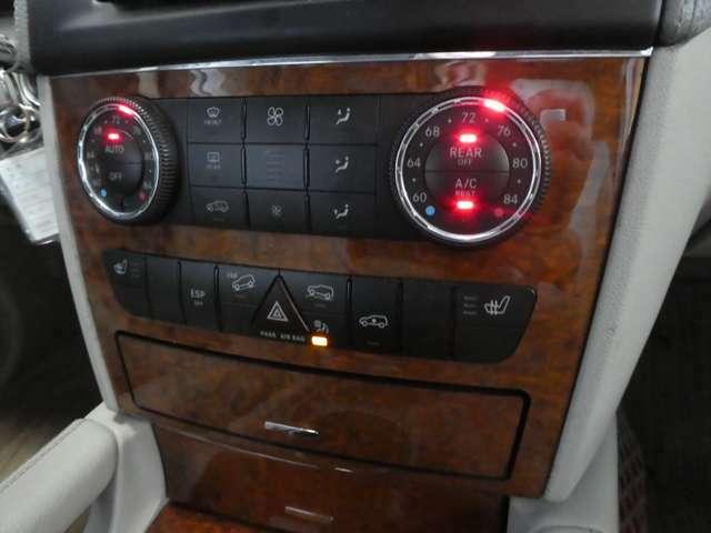 オートエアコンが車内を快適な温度に保ってくれます!