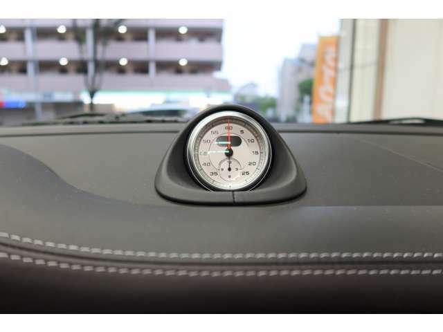 スポーツ・クロノパッケージ(エンジンやダンパー、AT、ABS等の制御をスポーツモードに切り替え可能)