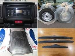 純正CDオーディオ、夏タイヤ、ラバーフロアマット、スノーブレードと充実装備満載!