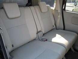 後席は足元が広くゆったりとお乗りいただけます。