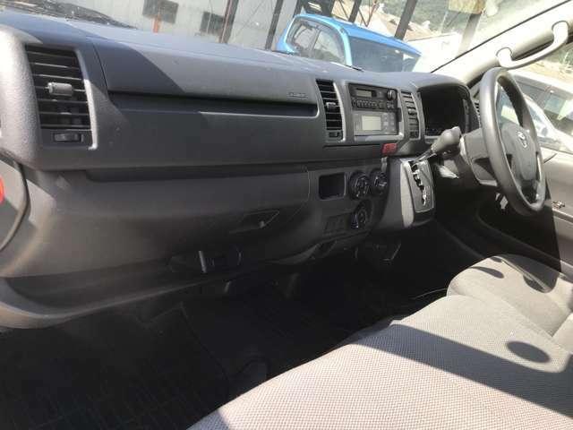 【フロントシート】 こちらのお車のフロントシートは車高が高いので視界良好で快適にお過ごしいただけます!