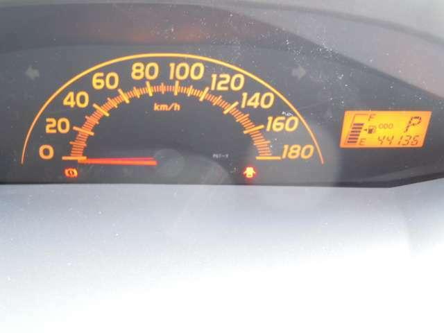走行距離は約44000kmと年式の割にかなり浅いです。
