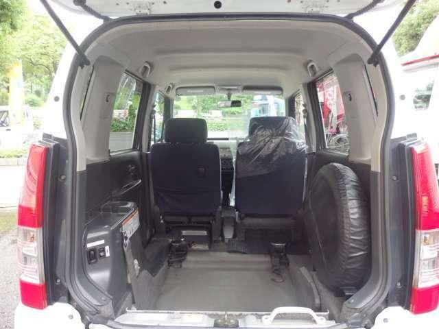 3人乗りですので広々とした乗車スペースです!!乗り入れ開口部の詳細は幅:80cm 高さ:138cmとなります!!様々な車いすにも対応しております!!