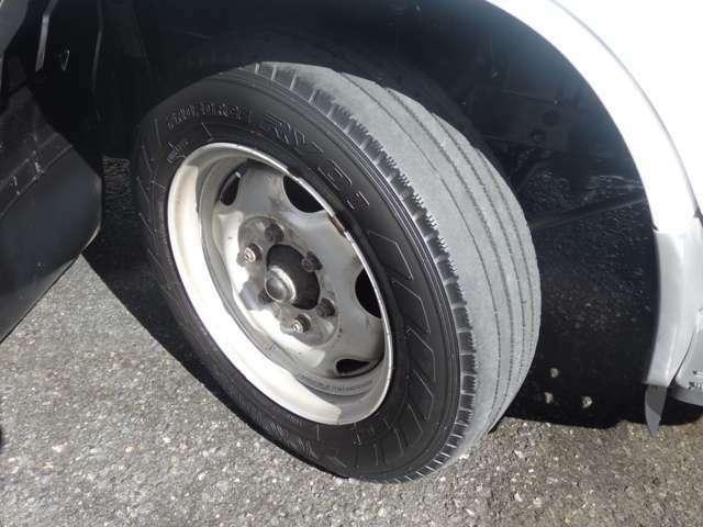 フロントタイヤサイズにつきましては、175/80R15 101/99 LLTと、なります。