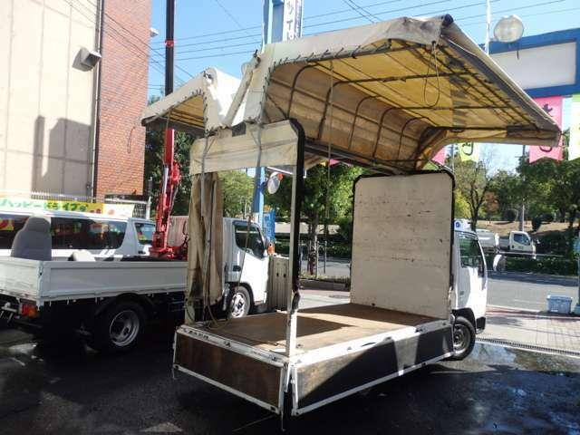 荷台の詳細と致しまして、最大積載量1,500kg、荷台内寸は、長さ:310cm 幅:160cm 幌上部:200cm あおり部高さ:40cmとなっております。また、荷台の地上高は60cmです。