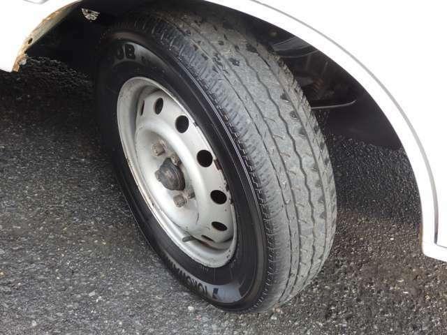 タイヤサイズにつきましては、165R14 6PRと、なります。