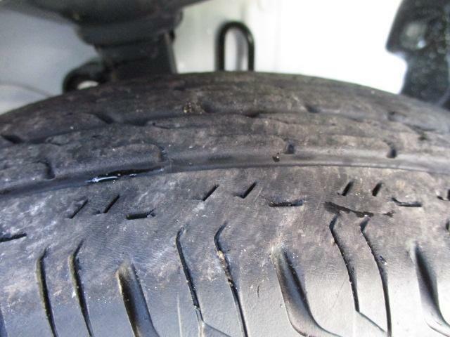 十分なタイヤの残り溝です。
