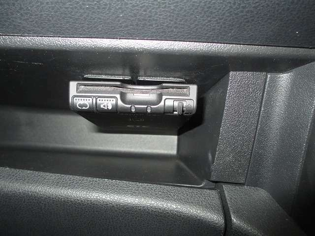 高速道路の出入にあると便利なETC装備長距離ドライブの必需品!料金所をスムーズ通過できるETCも付いてます。