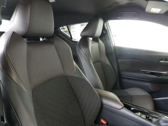 インテリア・シートカラーはブラック&ブラウン基調!前席シートヒーター付きです!