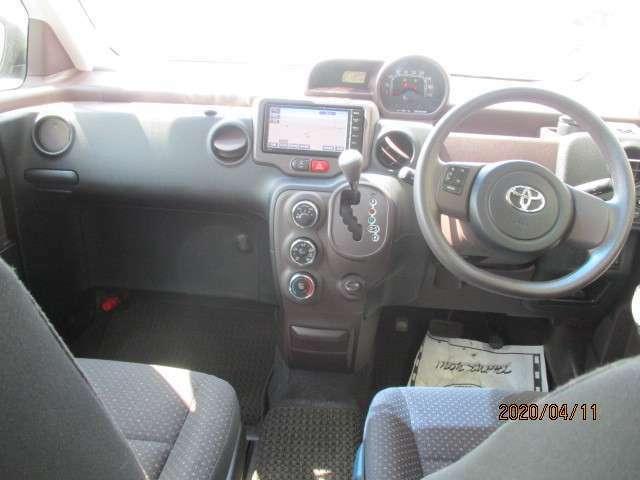運転席に座った感じの写真です☆オーディオ周り、ハンドルの形状、メーターの位置やエアコンの操作パネル等をご確認ください。