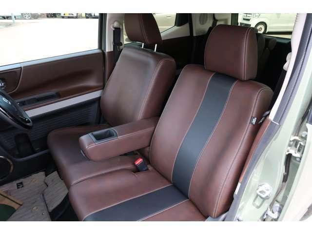 このシート見てください!フロントは左右シートヒーター付き!こんな見た目のいい純正のシートありますか?座り心地も素敵すぎます!