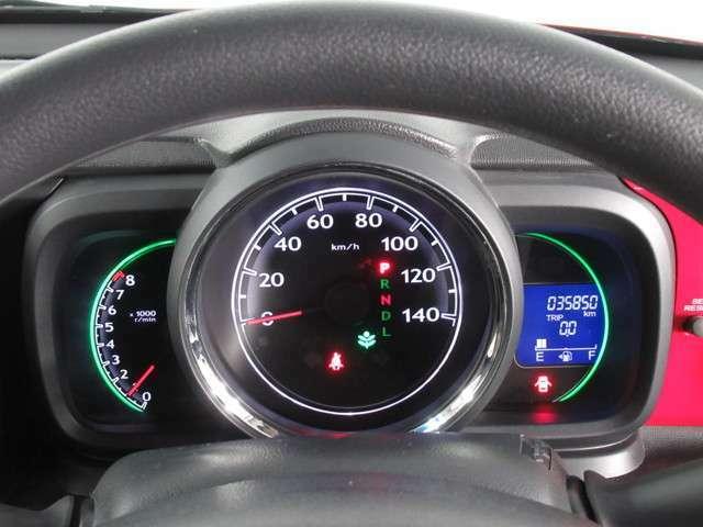 ◆メーターまわり◆大きくて見やすいスピードメーターです。スピードの出しすぎに注意しましょう。