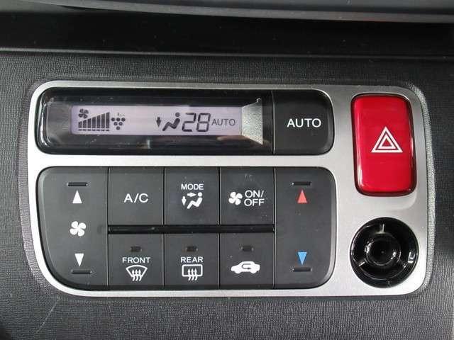 ◆オートエアコン装備◆ お好みの温度を設定をするだけで、後は、自動で風量を調節してくれます!快適にドライブが楽しめます。