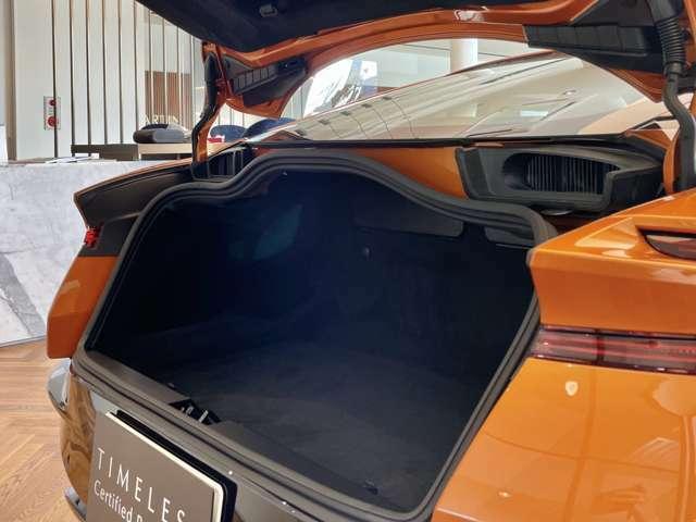 トランクにはゴルフバッグも収納可能でございます。