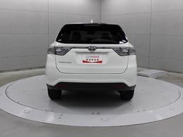 車両内外のスイッチ(運転席インパネ部・ライセンスガーニッシュ上部・バックドア下端部)、またはスマートキーの操作でバックドアをオート全開・全閉・一時停止できます。