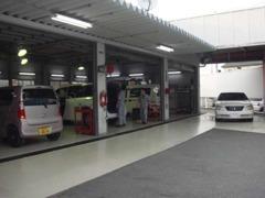 自社整備工場を完備!車検やオイル交換等、お車のことなら何でもお任せください。