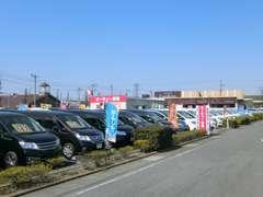 日産セレナフェア開催中!セレナの品ぞろえ、品質に自信があります。たくさんの車両からお気に入りの1台を見つけましょう♪