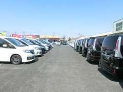 セレナを40台以上所有しております。ミニバンをお探しの方は、たくさんの車両が見られるサーティー伊勢崎までお越しください!