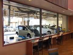 当社は大切なお客様のお車を安心してお任せいただける様、『見える、魅せる工場』を目指しております。