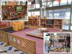 大きなキッズスペースございます!お子様連れでも快適にお過ごし頂けるよう遊び場を多数、設けております!