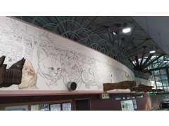 上部壁面に長さ50m以上のネコの壁画が!!壁画だけでも見る価値あります!!