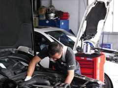 自社認証工場にて、車検整備、一般修理等をお客様立ち合いで見積もりを作成致しますのでご安心下さい!!リフトも7基完備!!