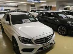 屋外展示場でも国産・輸入車問わず、多数の上質車を展示中です!