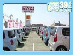 当店では39.8車両から未使用車まで幅広く在庫を扱っております。広い展示場でぜひゆっくりとクルマ選びをお楽しみ下さい★