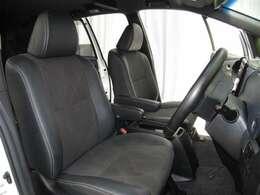 運転席はラグジュアリーな本革(一部)シートです!