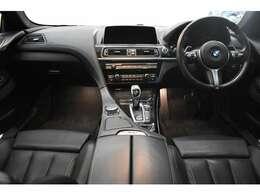 稀少オプションのF/ベンチレーション付電動ブラックレザーシート! フロントコンフォートシートや全席シートヒーター機能など装備充実な1台です。