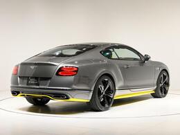 ボディサイズは、全長4820×全幅1945×全高1400(mm)。車両重量は2380kgになります。