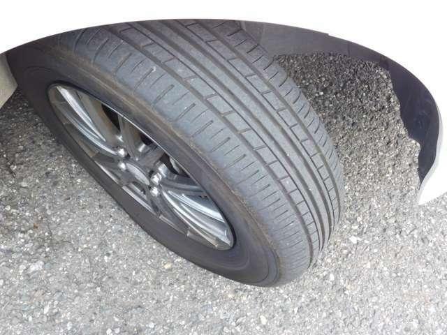 タイヤの画像です。溝もバッチリ。安心してお乗りいただけます。