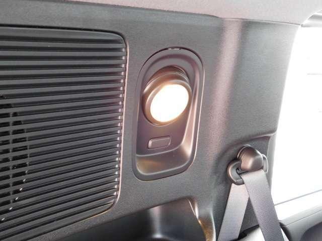 リヤトランクルームのライトです。角度が調整でき、暗い時でも見やすいです。