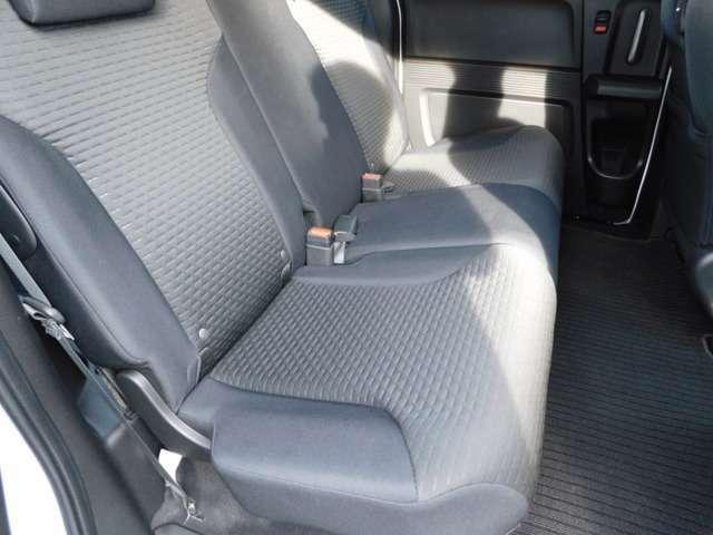 リヤシートの画像です。快適にお乗りいただけます。
