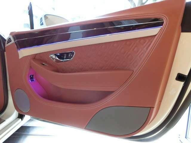 【OP】ムードライティングスペックで、お好きな色にアンビエントライトを変更することが可能です。