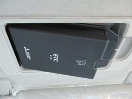 人気のスマートインETCは運転席バイザー後ろに取り付けなので見た目スッキリ操作もし易いです